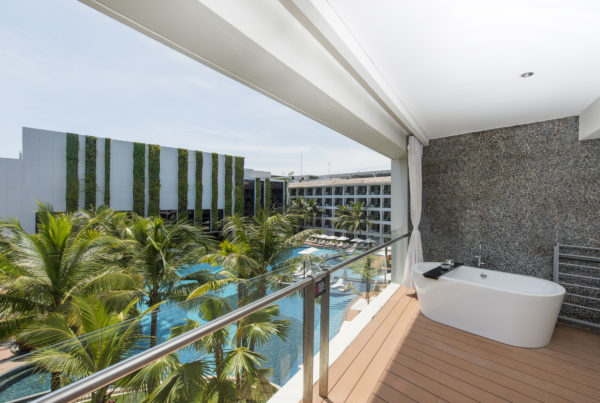 deluxe-suite-balcony